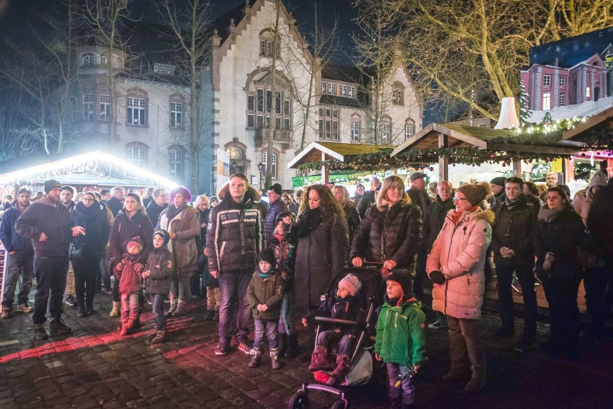 Totensonntag Weihnachtsmarkt.Weihnachtsmarkt In Moers Beginnt 2017 Schon Vor Totensonntag Nrz