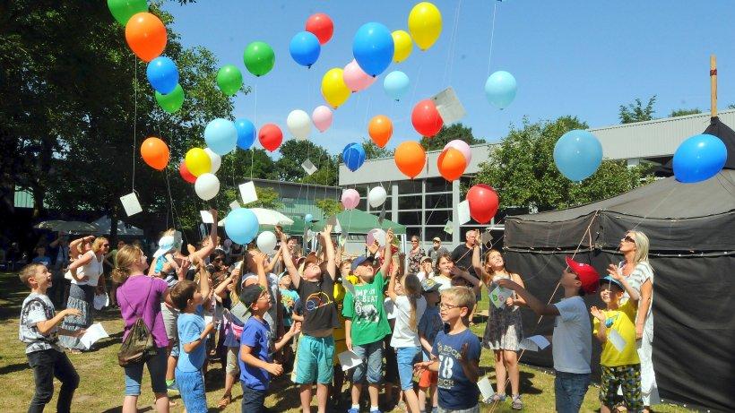 Mit bunten luftballons hinein in die 40 h nxer for Luftballons duisburg
