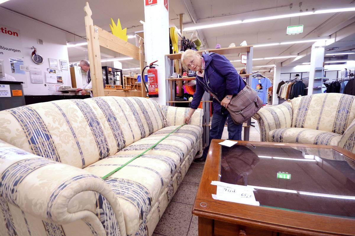 Rheinhauserin Fühlt Sich Von Diakonie Bei Couch Kauf über Den Tisch