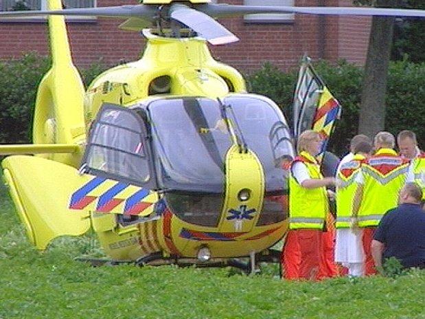 Der Rettungshubschrauber bringt schwer Verletzte nach Unfällen nach Nimwegen.