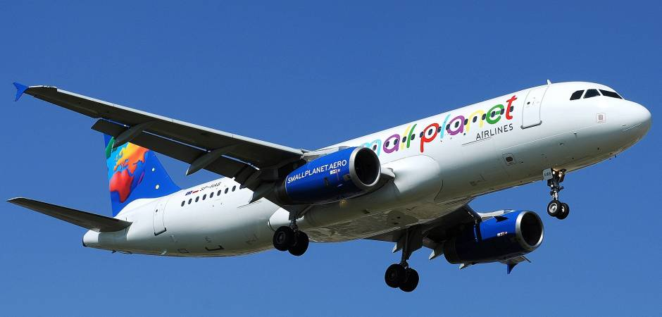 Small Planet Airlines Verargert Kunden Am Flughafen Dusseldorf Nrz