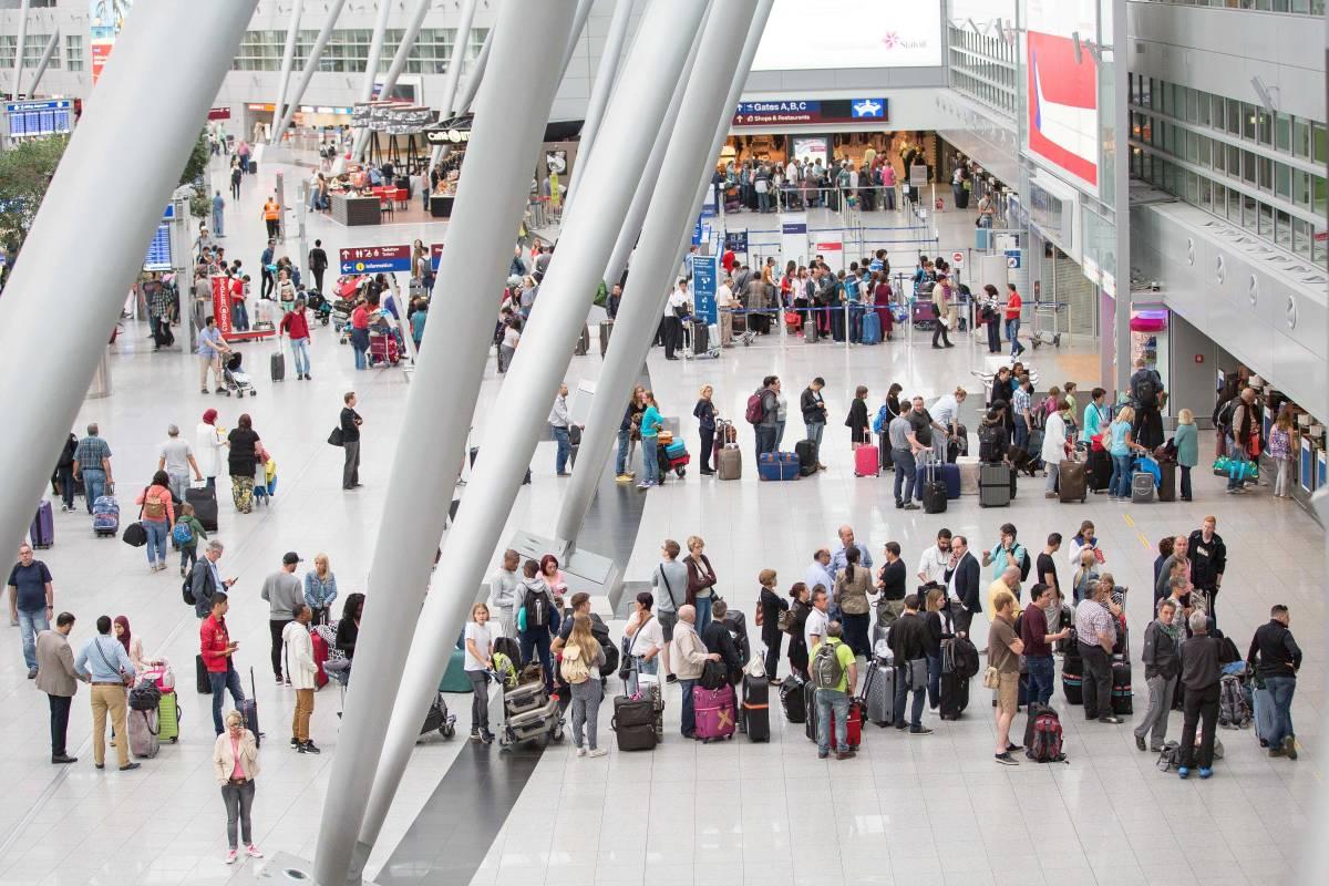 Erneut Lange Wartezeiten Am Dusseldorfer Flughafen Nrz De Dusseldorf