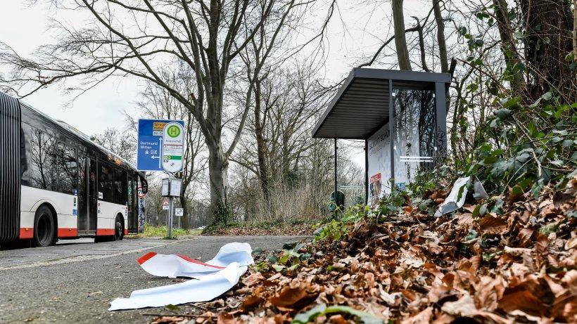 Vandalismus: Randalierer schlagen in Bochum Scheiben an Bus und Haltestellen ein