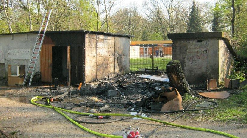 Sperrmüll-Lager an Fliehburg in Dinslaken geriet in Brand