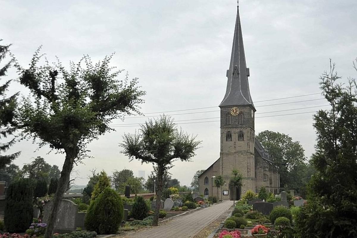 Die Dorfkirche datiert Haken mit mir treffen sich auf der Rallye