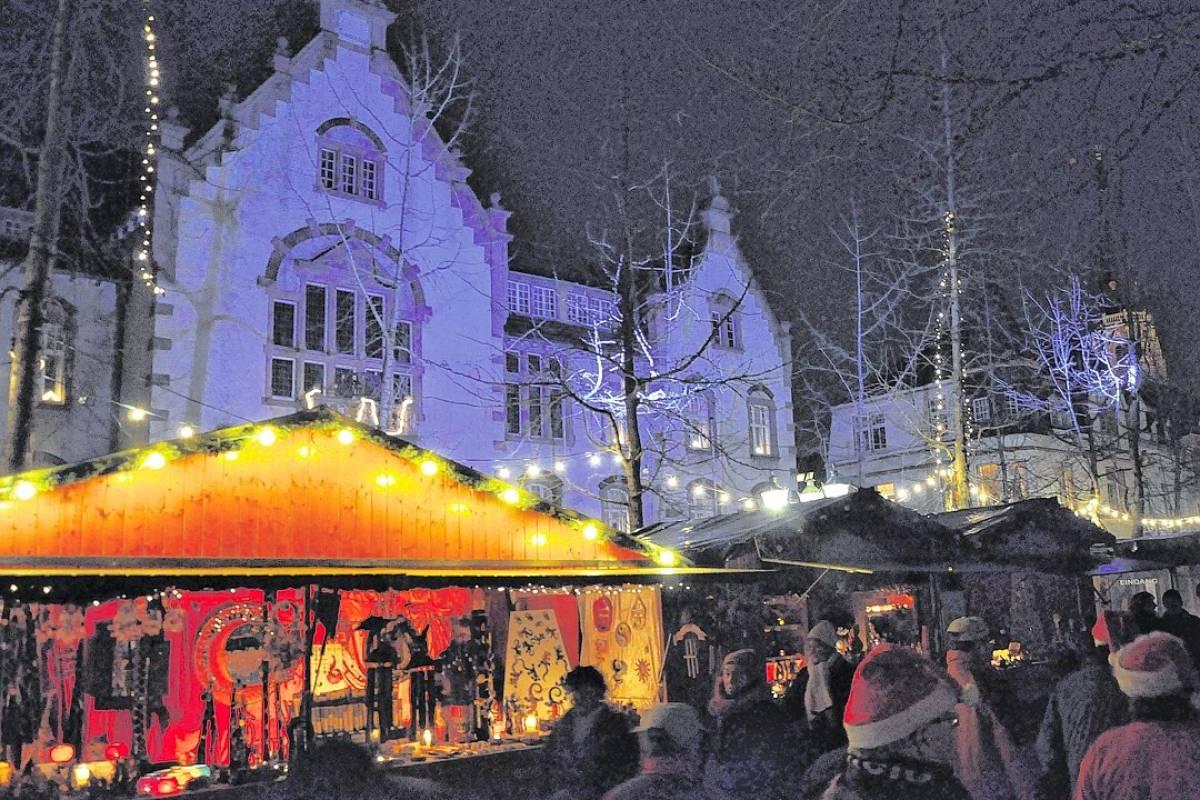 Weihnachtsmarkt Oberammergau.Am Mittwoch Lädt Der Weihnachtsmarkt Zum Kerzenabend Nrz De