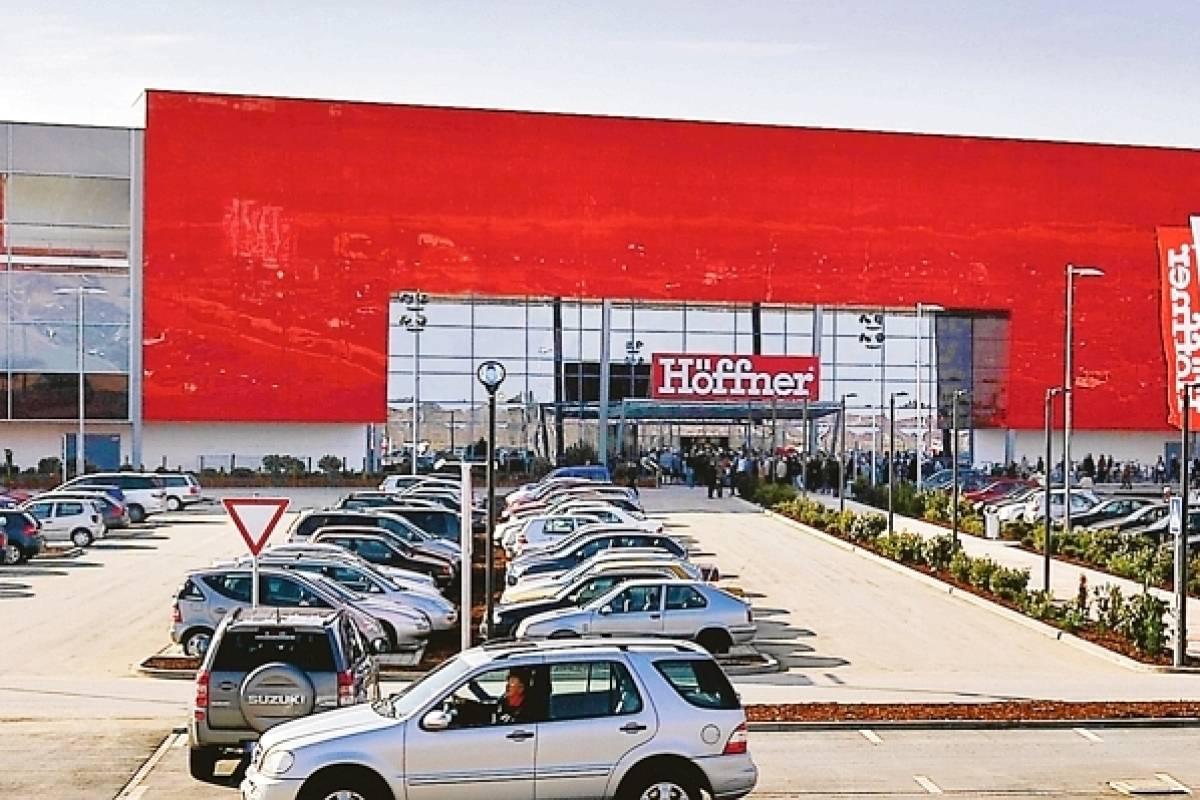 Das Duisburger Wettrennen Der Möbelriesen Ostermann Und Höffner