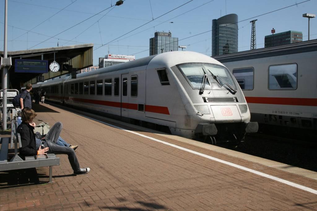 Intercity Fährt Bei Münster In Rinderherde Verspätungen Nrzde