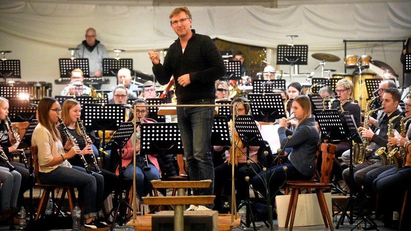 Baars feiert als Dirigent Comeback beim Musikverein Elten - NRZ