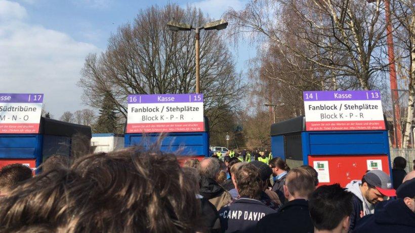 Ticket-Panne sorgt für Einlass-Chaos beim KFC Uerdingen ...