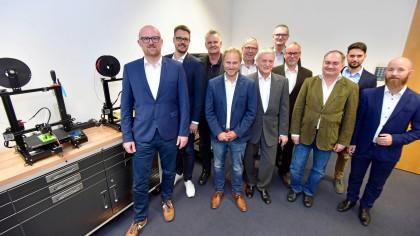 Oberbürgermeister Sören Link (links) traf die Geschäftsführer der verschiedenen IT-Unternehmen im Wirtschaftsdialog