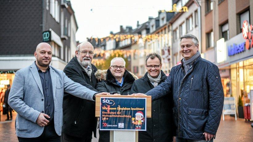 Weihnachtsbeleuchtung in Dinslakens Innenstadt eingeschaltet - NRZ