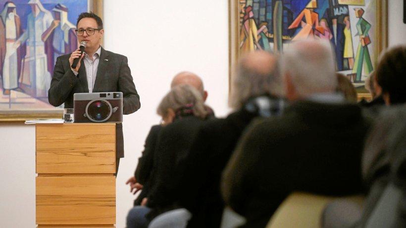 Michael Rubinstein stellt bohrende Fragen in Emmerich - NRZ