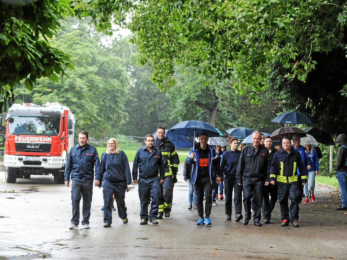 "16+ Moers Die Aktion ""Bewegen hilft"" hilft – auch bei Regen   nrz.de Stock"