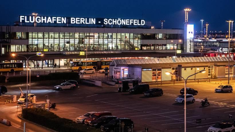 Flughafen Berlin-Schönefeld: Mann mit verkabelter Weste festgenommen ...