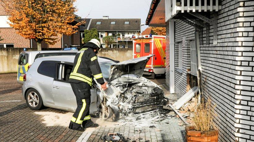 Kontrolle verloren: Autofahrer prallt in Weseler Imbissbude - NRZ